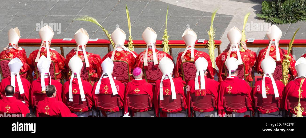 La cité du Vatican. Mar 20, 2016. Cardinaux Rome 20 mars 2016. La Place Saint Pierre. Sainte Messe pour le Photo Stock