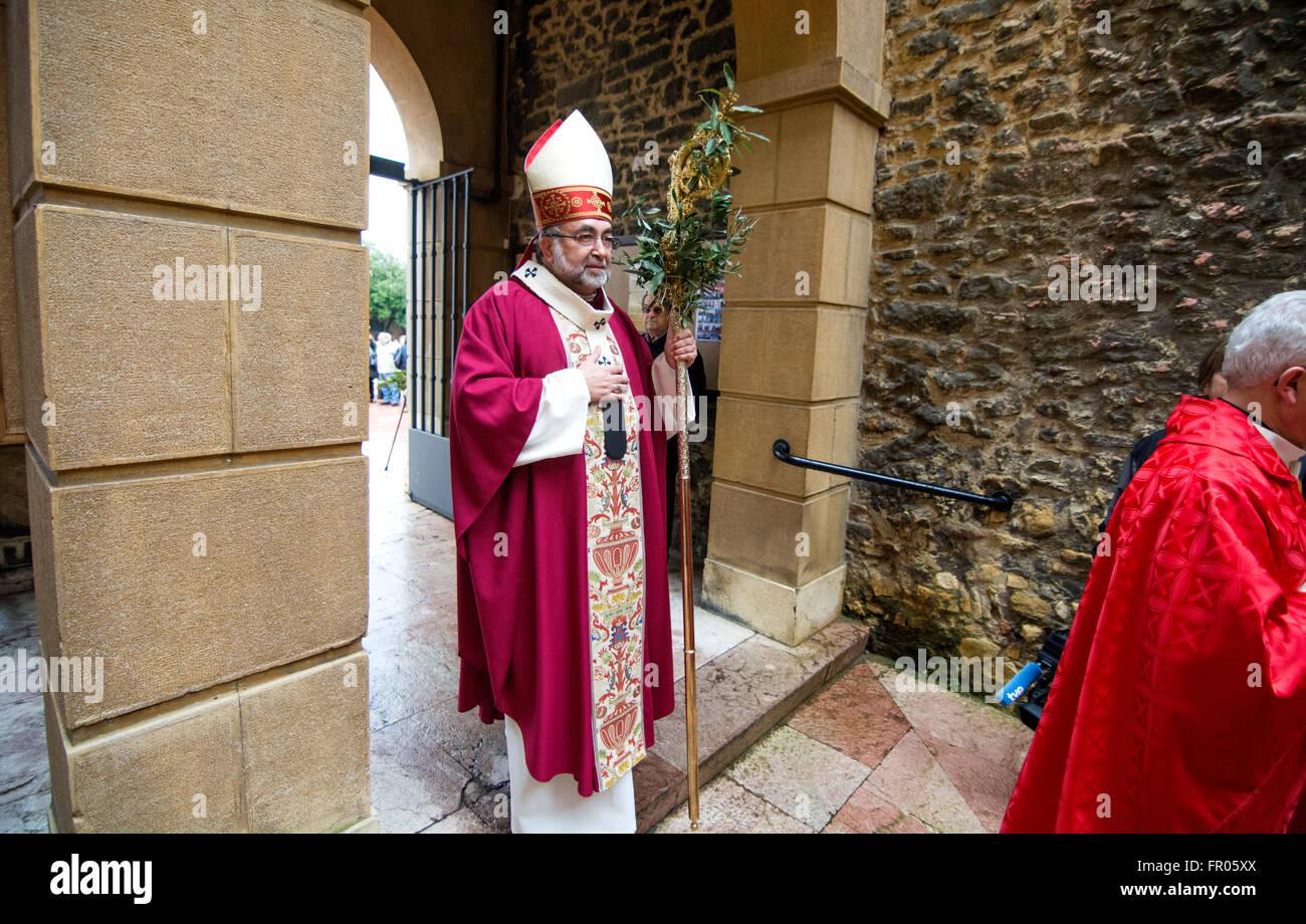 Oviedo, Espagne. 20 mars, 2016. Jésus Sanz, Archevêque d'Oviedo, au cours de la célébration Photo Stock