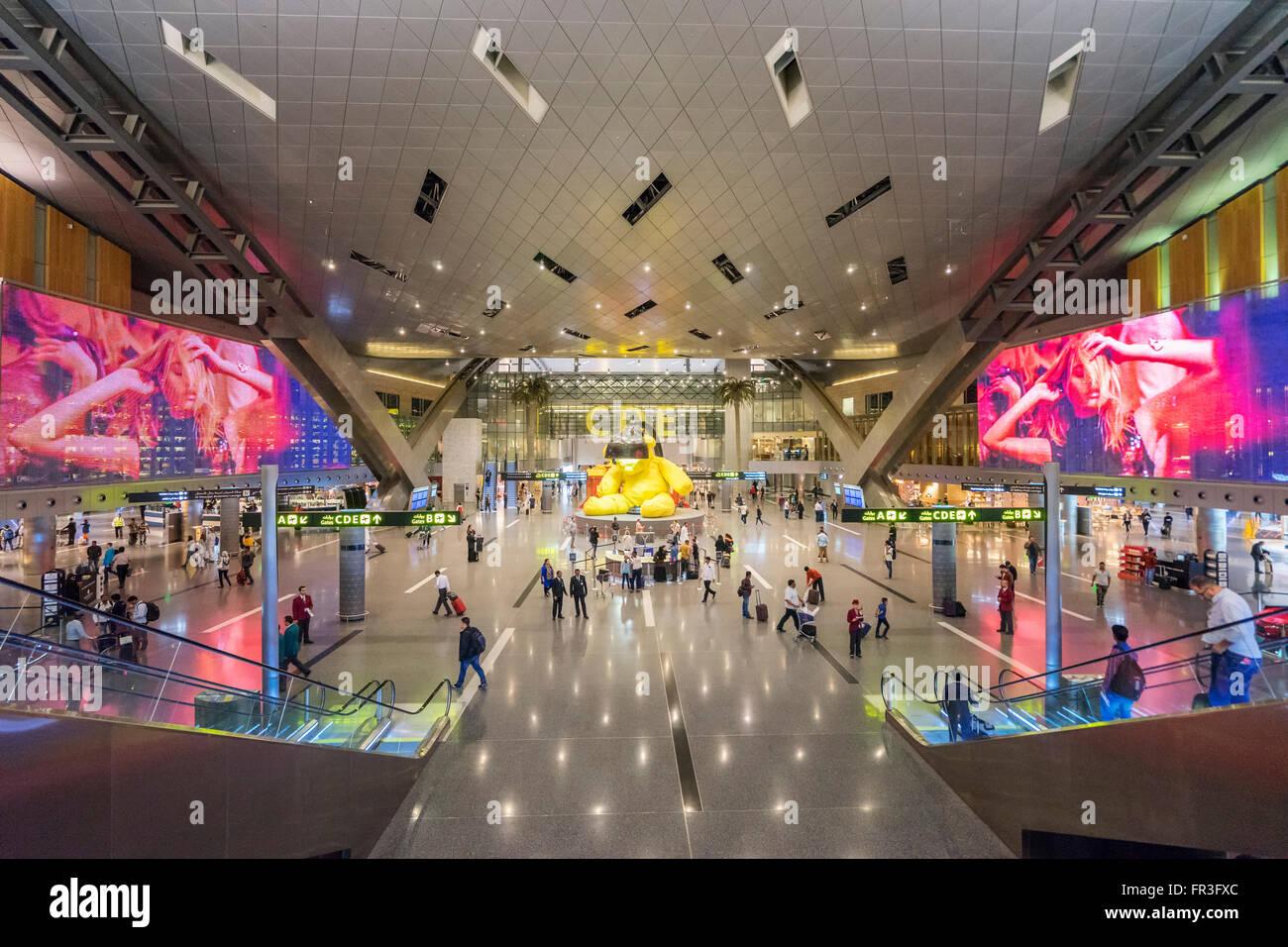 Intérieur de l'aérogare moderne à l'Aéroport International Hamad nouveau à Doha Qatar Banque D'Images