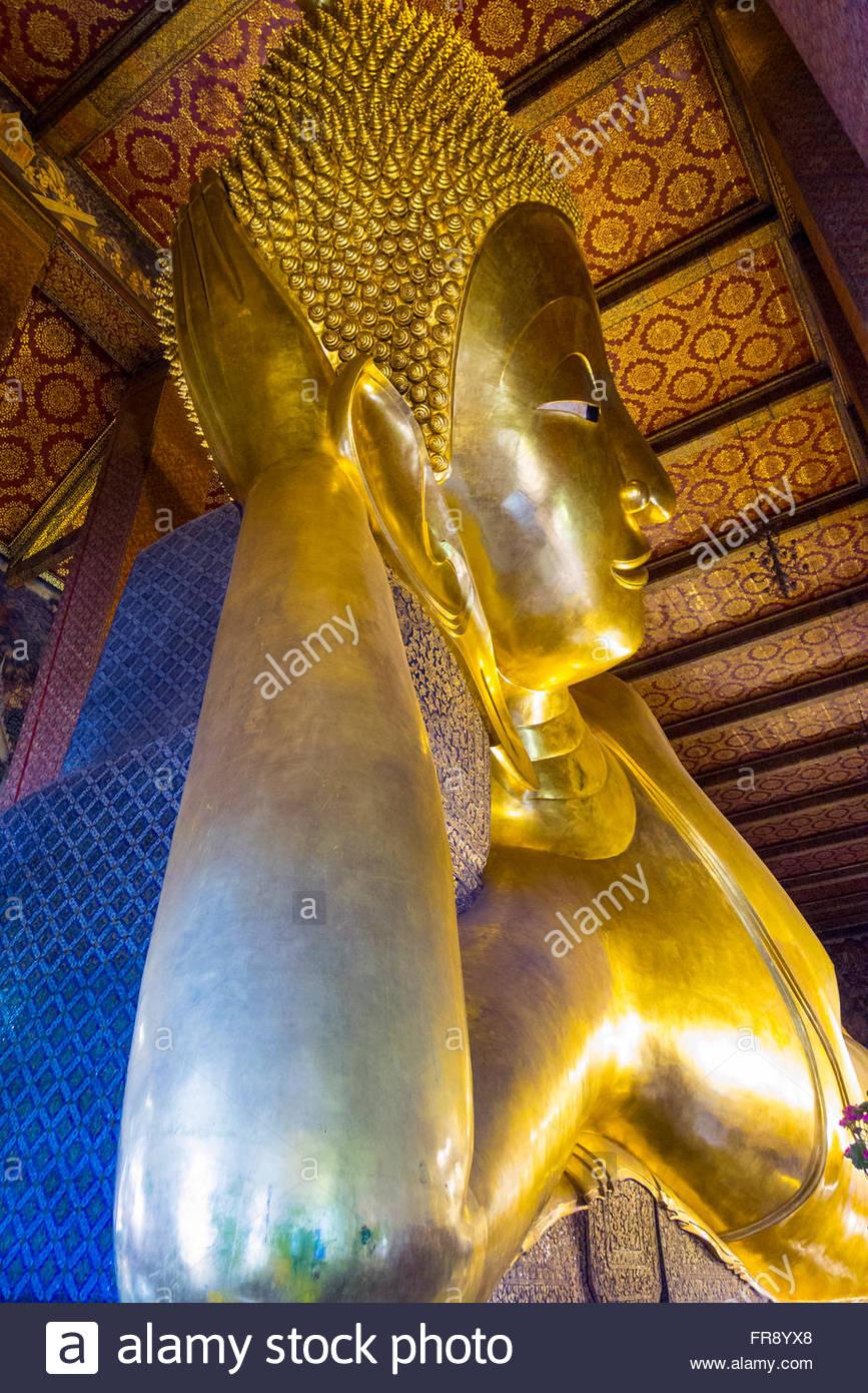 Giant Bouddha couché, le Wat Pho (Temple du Bouddha couché), Bangkok, Thaïlande Photo Stock