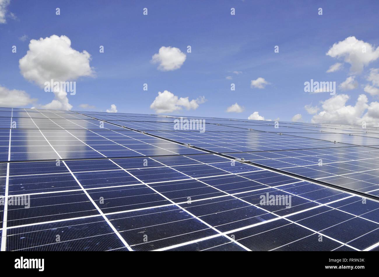 Les panneaux d'énergie solaire Photo Stock
