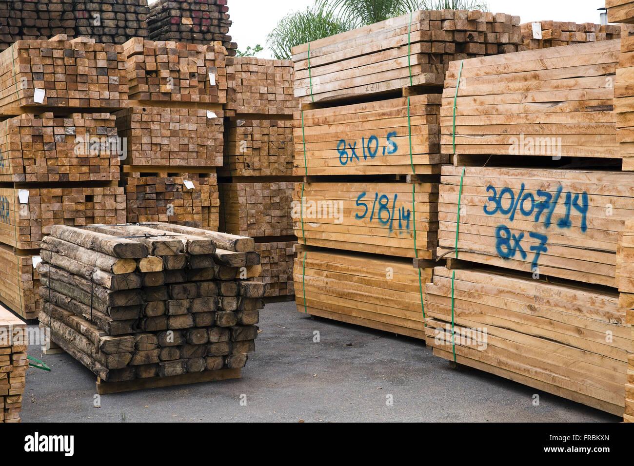 Patio de l'industrie de transformation du bois extrait de l'arbre planté Teak Photo Stock