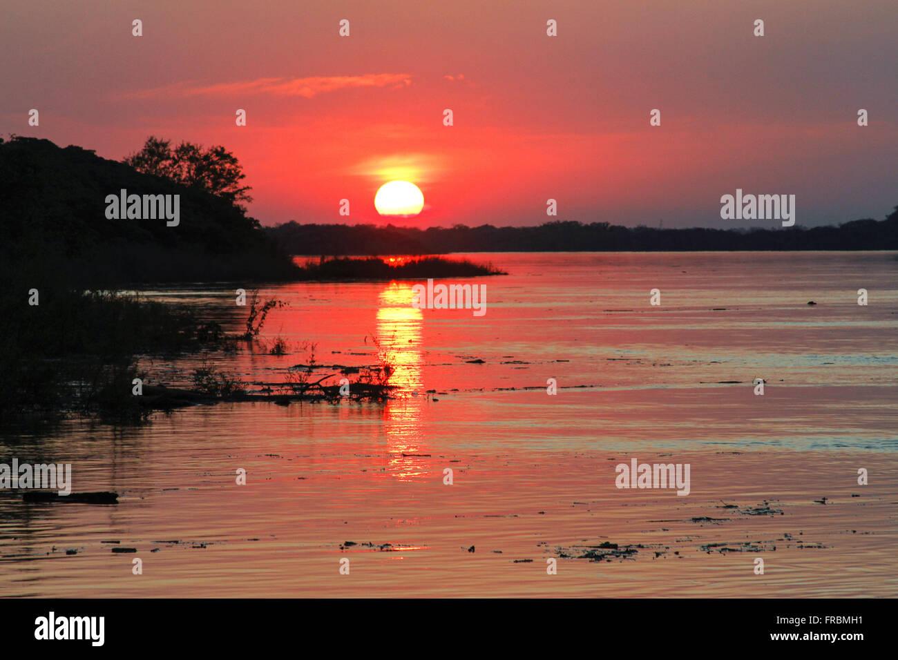 Couchers de soleil sur la rivière Photo Stock