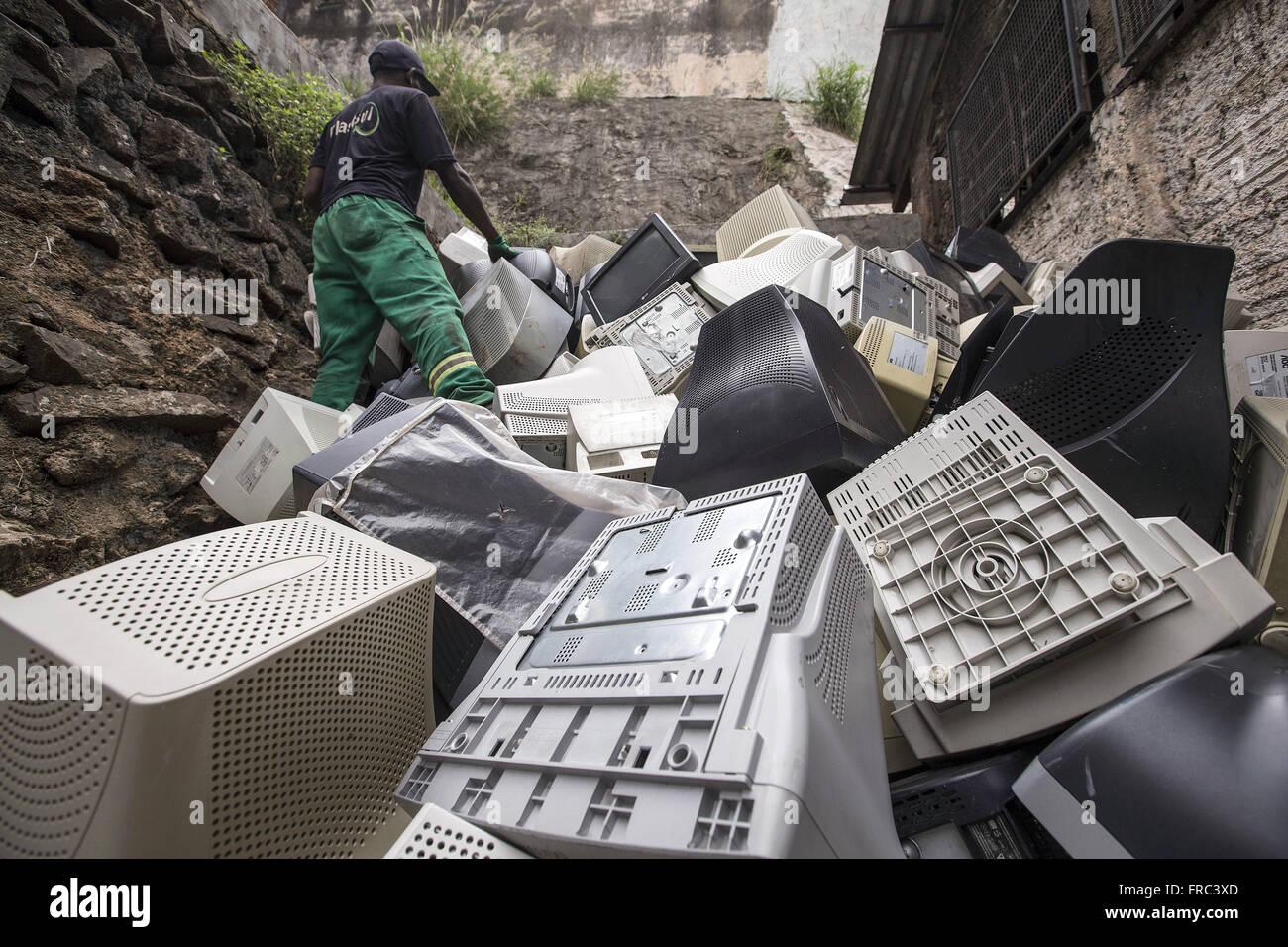 Ong organisation non gouvernementale qu'est la collecte et le recyclage des déchets électroniques Photo Stock