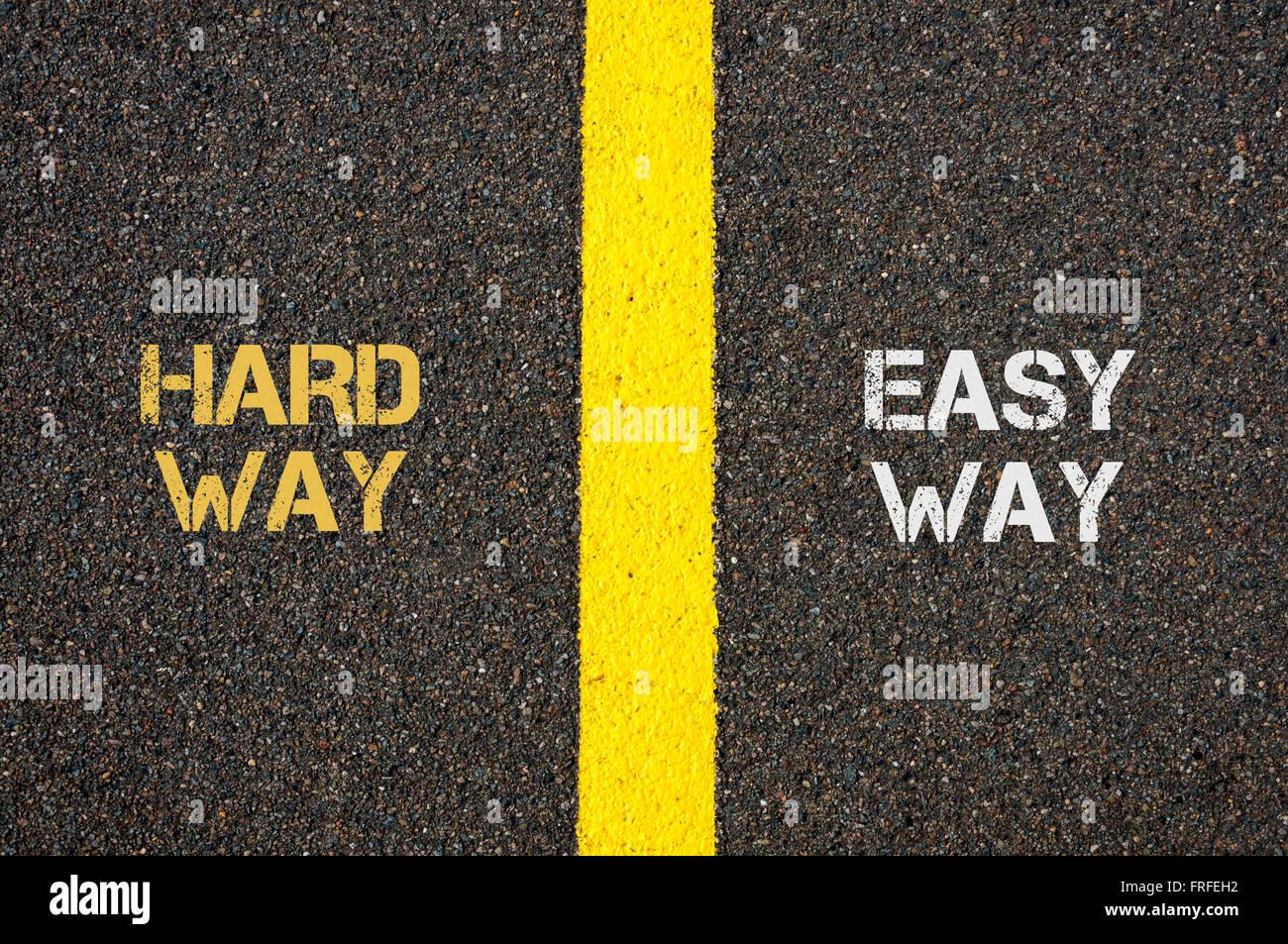 Antonyme concept de manière difficile moyen facile et écrit plus de tarmac, marquage routier peinture Photo Stock