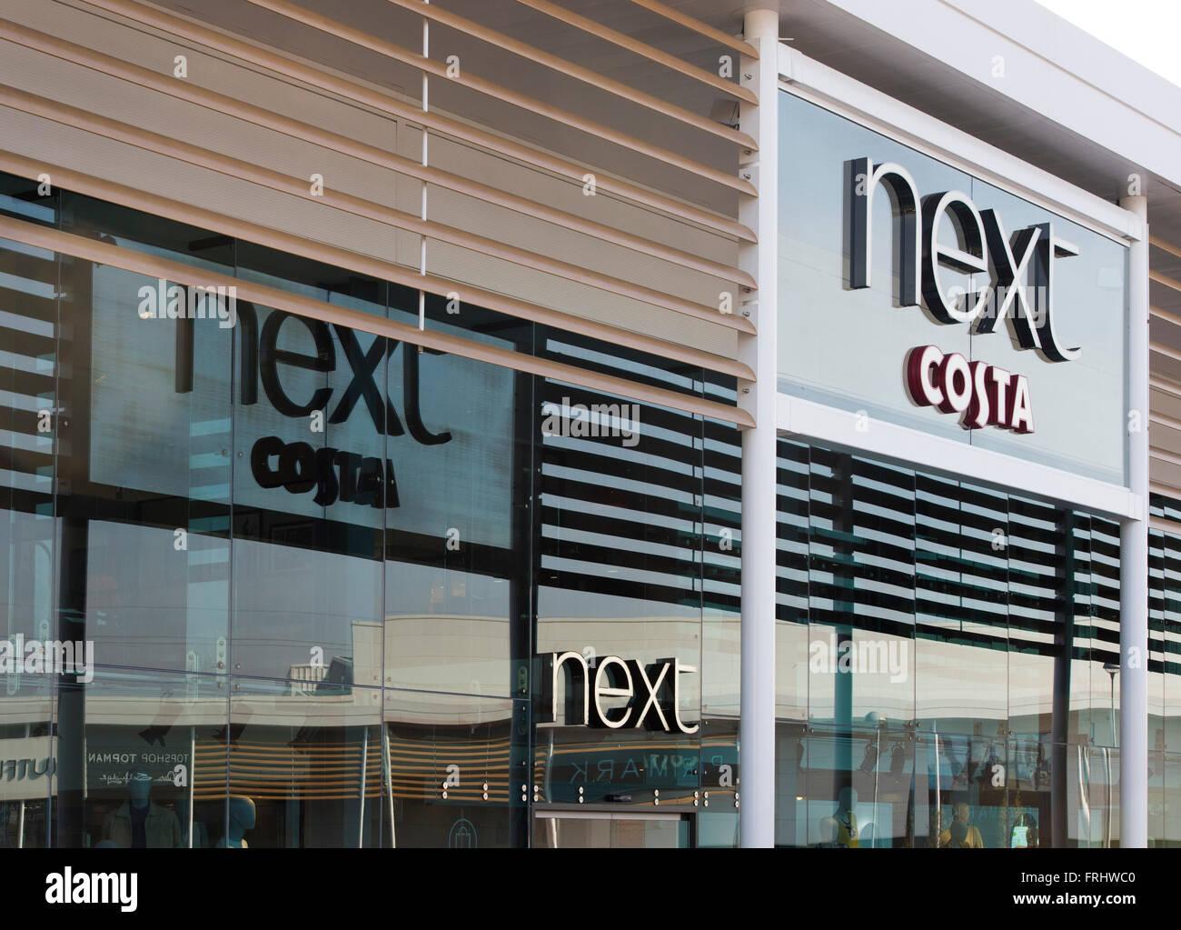 Next et Costa store signes. Banbury, Oxfordshire, Angleterre Banque D'Images