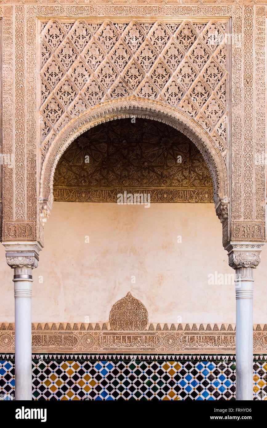 L'intérieur de l'architecture mauresque Palacios Nazaries ou Palais Nasrides, palais de l'Alhambra, Photo Stock