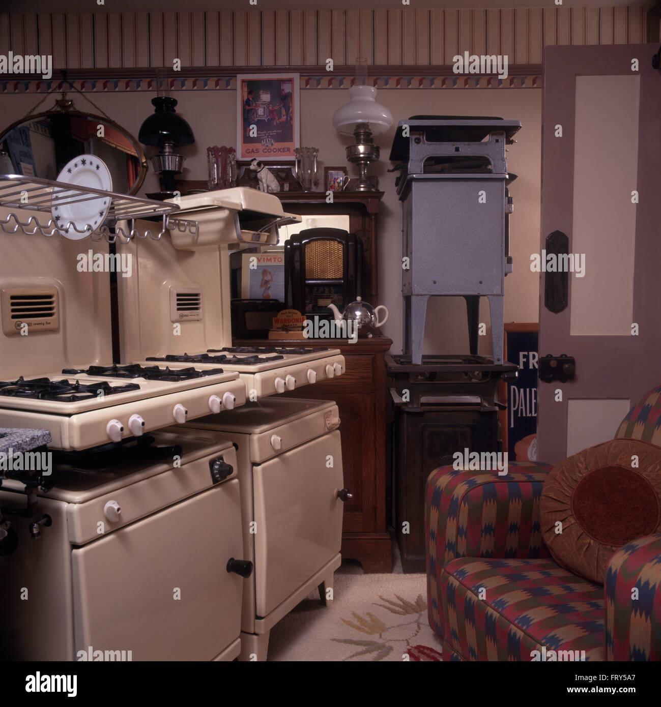 Collection de vintage cuisinières à gaz dans la cuisine des années ...