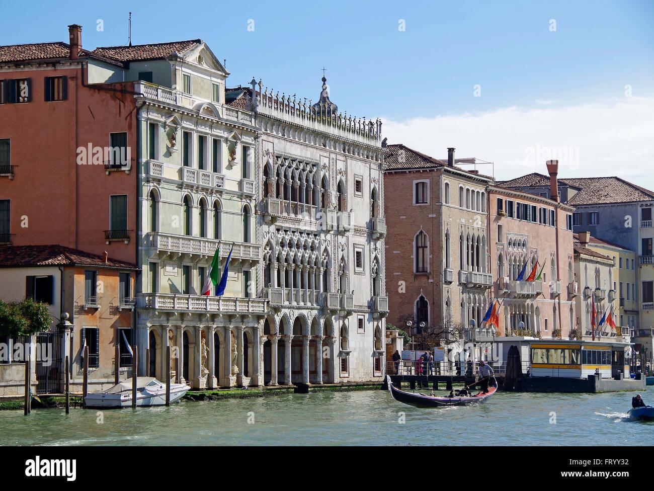L'Italie, Venise, Ca' d'Oro, Grand Canal, en contexte Photo Stock