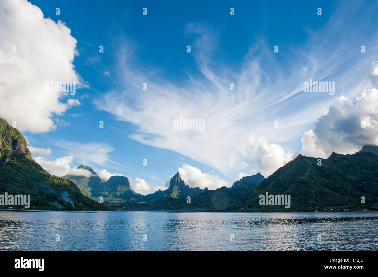 Baie de Cook et Bali Hai Mountain, Moorea, Polynésie Française, Pacifique Sud Photo Stock