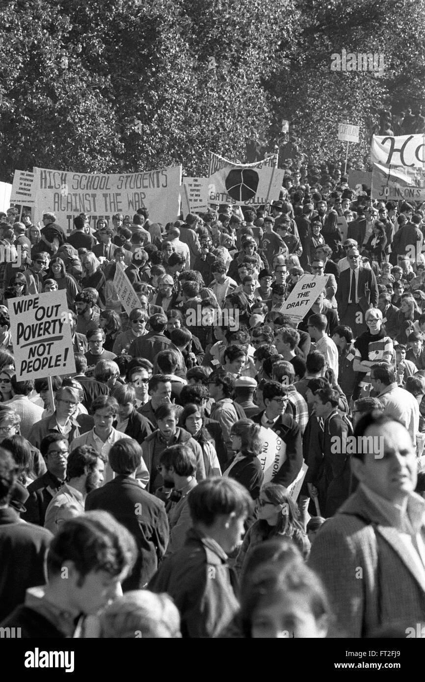 Protestation contre la guerre du Vietnam. Grande foule à une mobilisation nationale pour mettre fin à Photo Stock