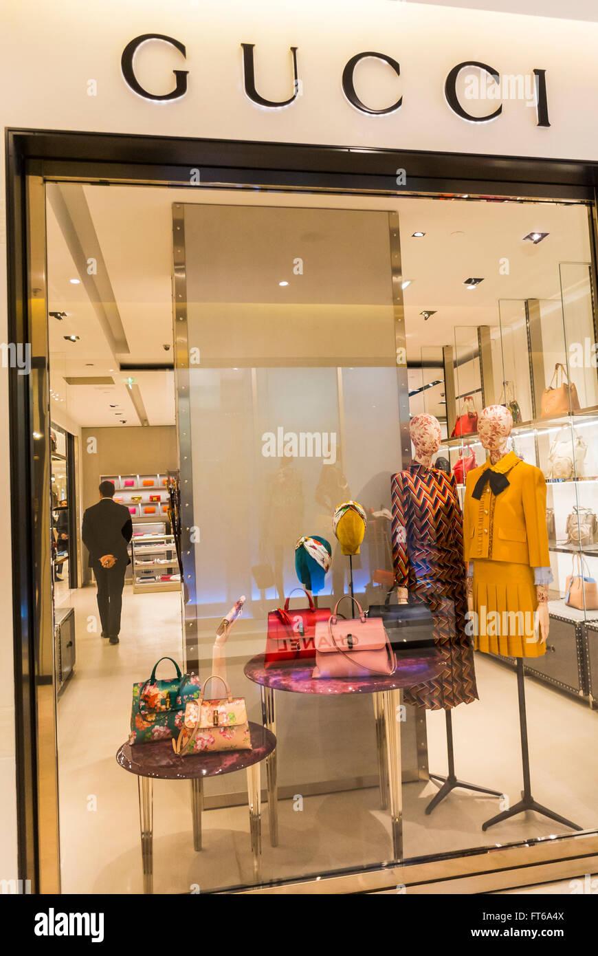 Paris, France, Shopping, magasin, le Printemps, Gucci, marque de vêtements  de luxe boutique Vitrine, signe, l intérieur de haute couture 557c073d215
