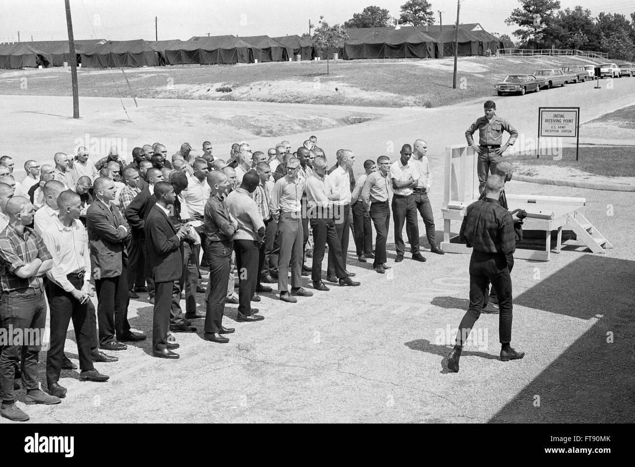 Projet de Vietnam. Les soldats nouvellement rédigées lors de la réception en point Fort Jackson, Photo Stock