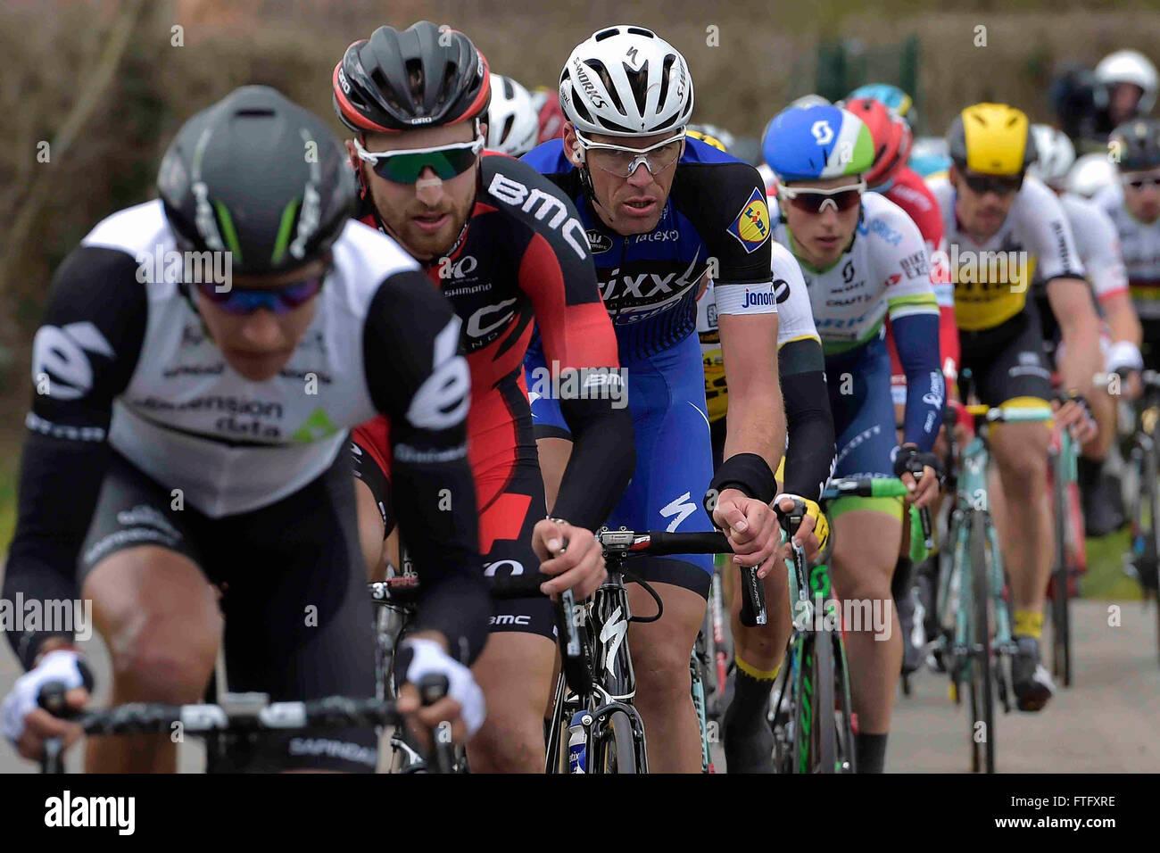 Deinze, Belgique. Mar 27, 2016. Stijn VANDENBERGH (BEL) Rider de ETIXX - QUICK STEP en action au cours de l'UCI Photo Stock