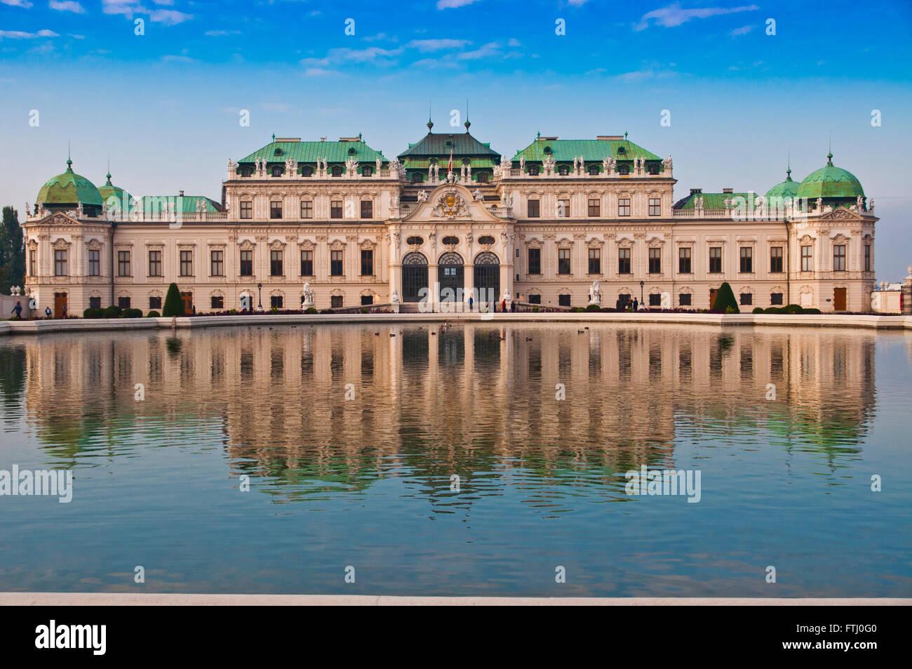 Belle vue sur le château de Schönbrunn à Vienne, en Autriche. Photo Stock