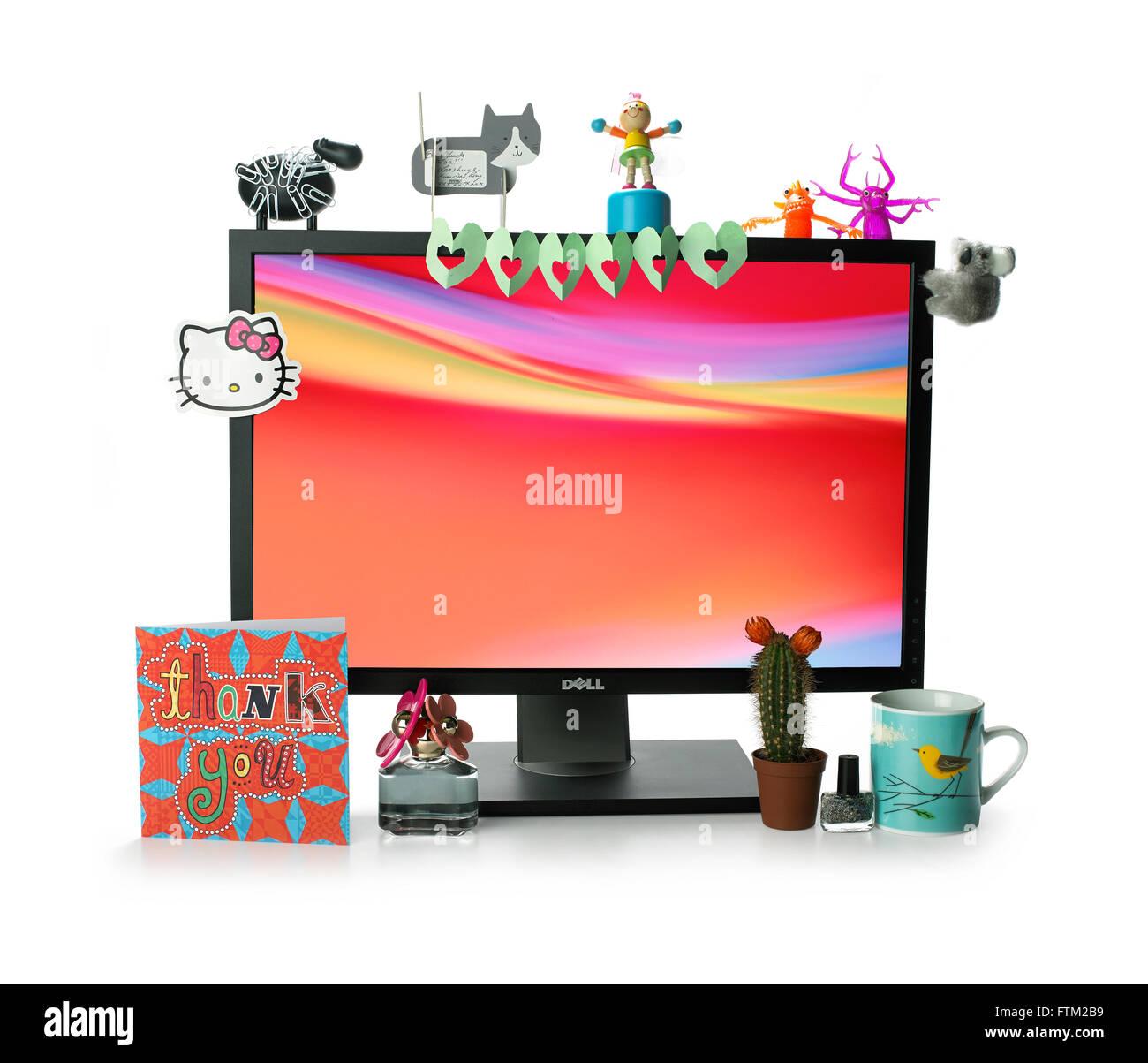 Bureau avec écran ordinateur décoré Banque D'Images