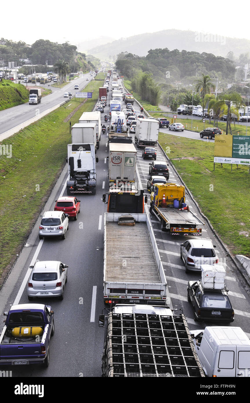 BR-congestionné 381Rua Fernao Dias sentiment d'Atibaia et Sao Paulo Braganca Paulista Photo Stock