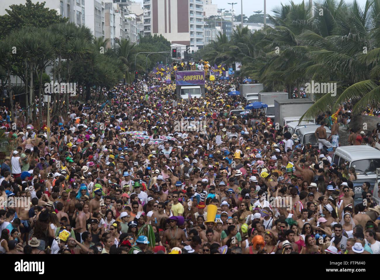 À la suite de la foule près de l'amour et la sympathie remarque sur l'Avenida Vieira Souto Photo Stock