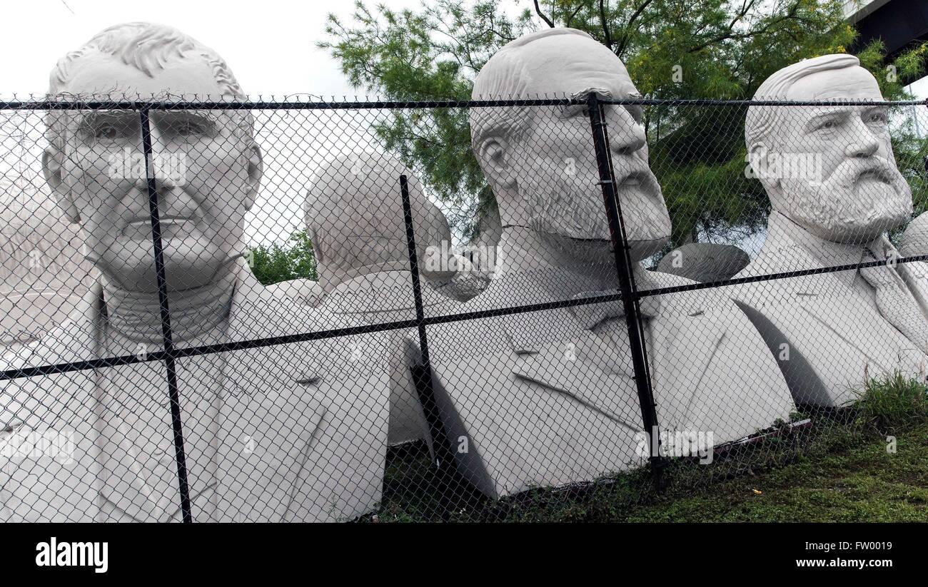 Houston, Texas, USA. 30Th Mar, 2016. Les chefs de l'élection présidentielle par le sculpteur David Adickes sont stockés à l'Sculpturworx Adickes Studio jusqu'à une époque où une maison permanente soit trouvée pour eux. Crédit: Brian Cahn/ZUMA/Alamy Fil Live News Banque D'Images