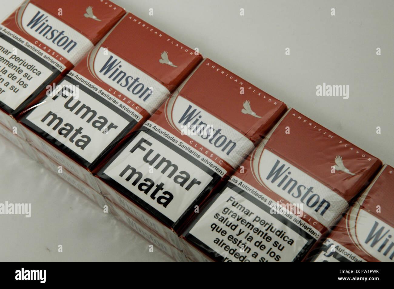 cartouche de cigarettes winston classic le tabac banque d 39 images photo stock 101458159 alamy. Black Bedroom Furniture Sets. Home Design Ideas