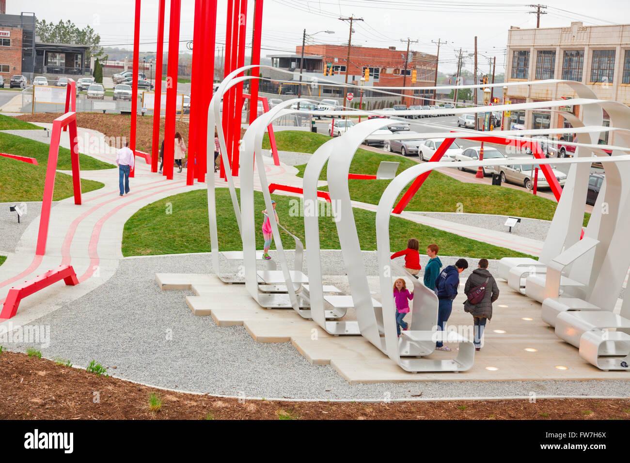 Artivity sur le green, un parc de sculptures populaires auprès des jeunes et des familles, Dada, Winston-Salem, Photo Stock