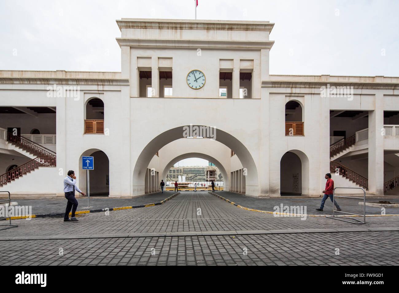 Passerelle cintrée Bab Al Bahrain, Manama, Bahreïn Photo Stock