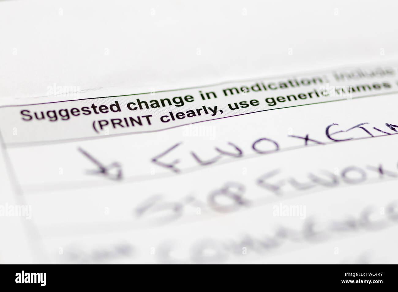 Changer de médicament l'article dans un formulaire médical de conseiller l'arrêt de la fluoxétine. Photo Stock