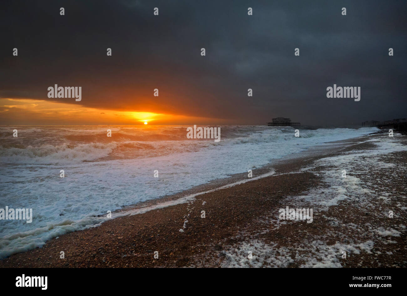 Brighton West Pier, plage de Brighton, Brighton, Angleterre. Photo Stock