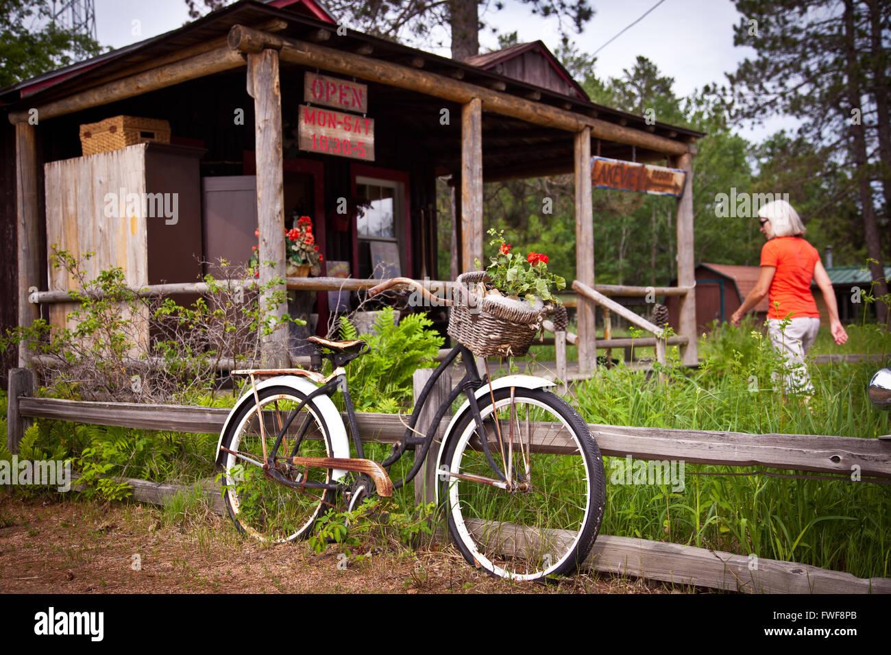 Country store dans le Northwoods dans la région de Land O'Lakes, Wisconsin Banque D'Images