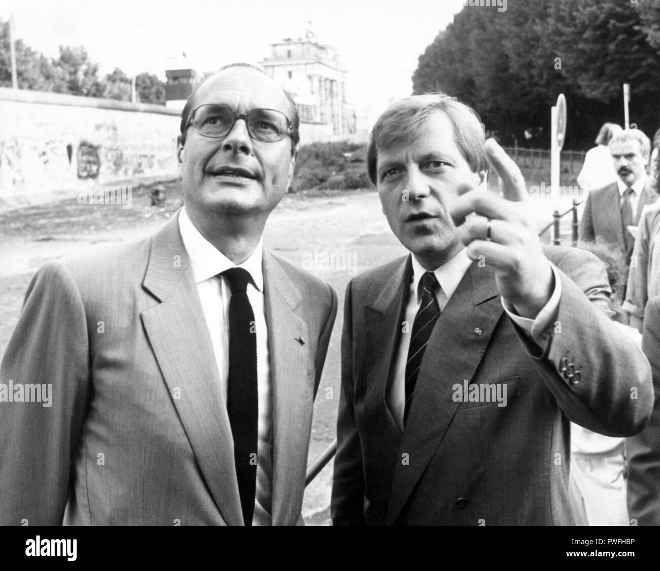Le premier ministre français Jacques Chirac (g) et le maire de Berlin, Eberhard Diepgen se rendant sur le mur de Berlin le 1 juillet 1987. Banque D'Images