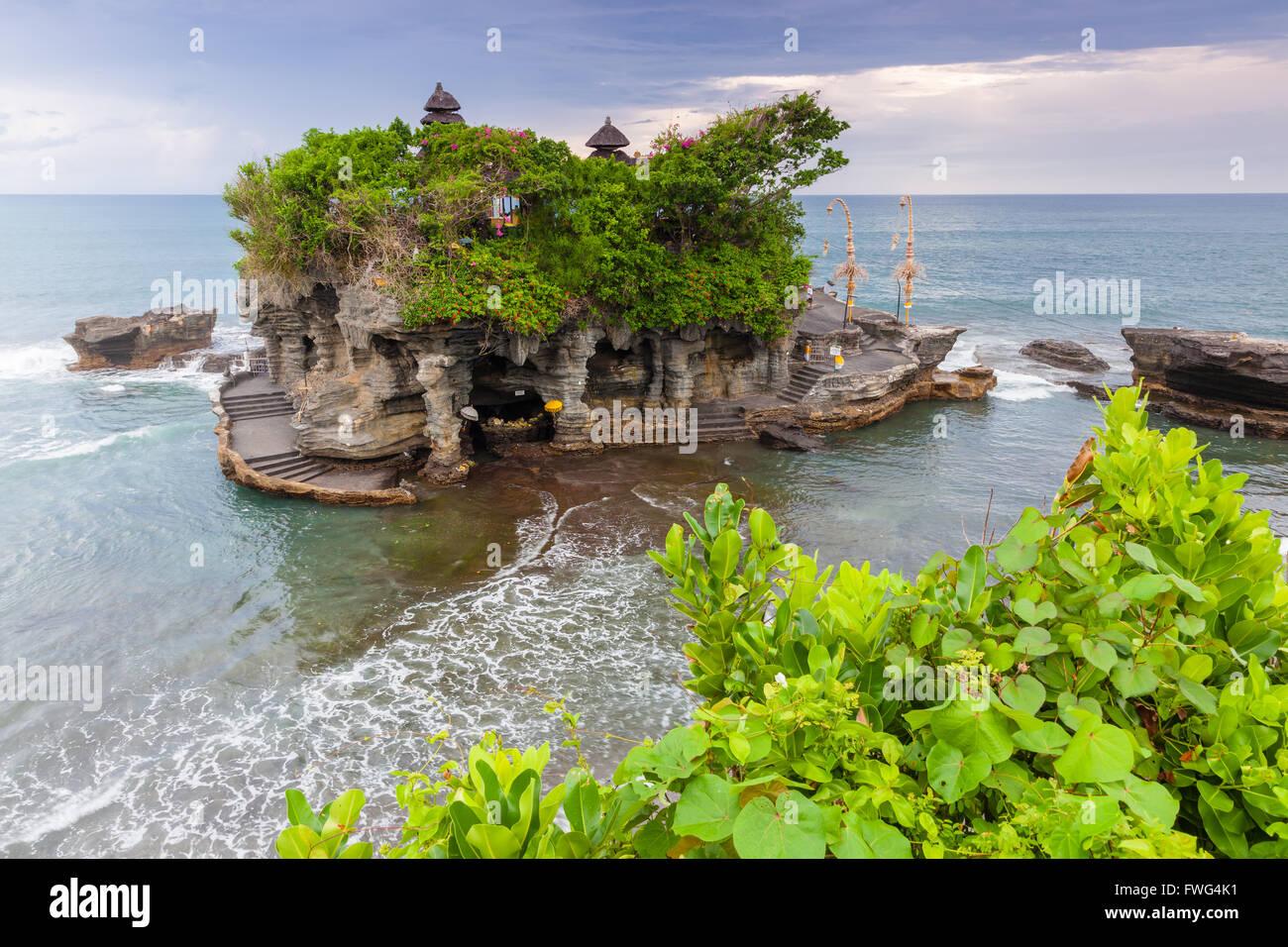 Pura Tanah Lot au coucher du soleil, la célèbre ocean temple à Bali, Indonésie. Photo Stock