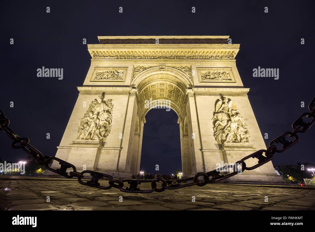 Arc de Triomphe et la chaîne de nuit Photo Stock