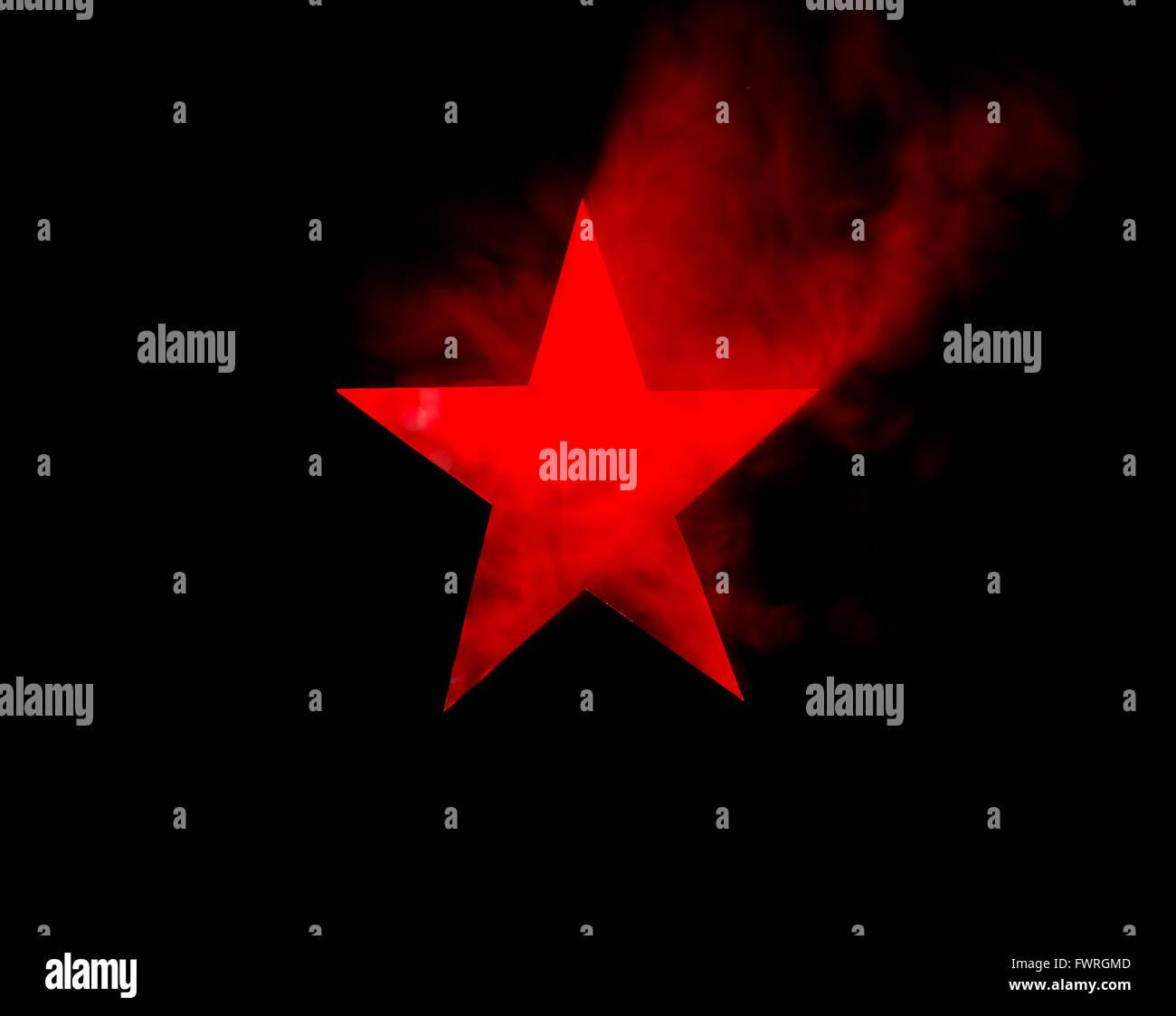 Red Star. Coupe du trou dans le carton, machine à fumée et des projecteurs. L'image peut sembler bruyant, Photo Stock