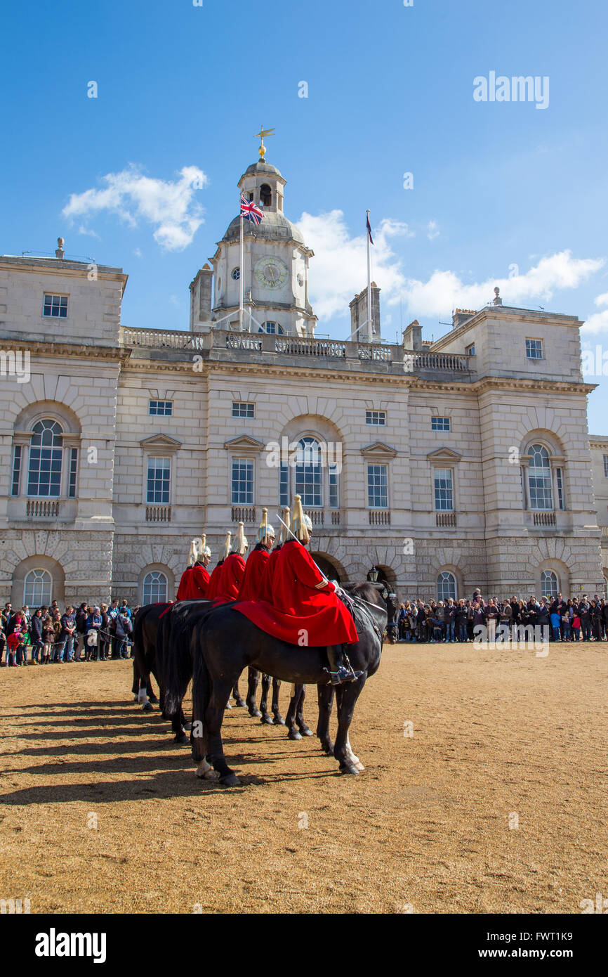 Les gardiens de la vie de la Household Cavalry regiment sur parade à Horse Guards Parade, Londres Photo Stock
