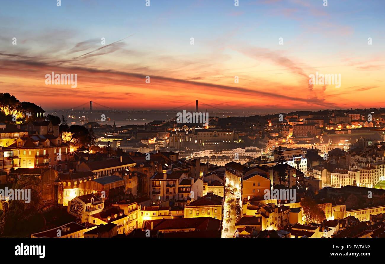 Des toits de Lisbonne à beau crépuscule. Portugal Photo Stock