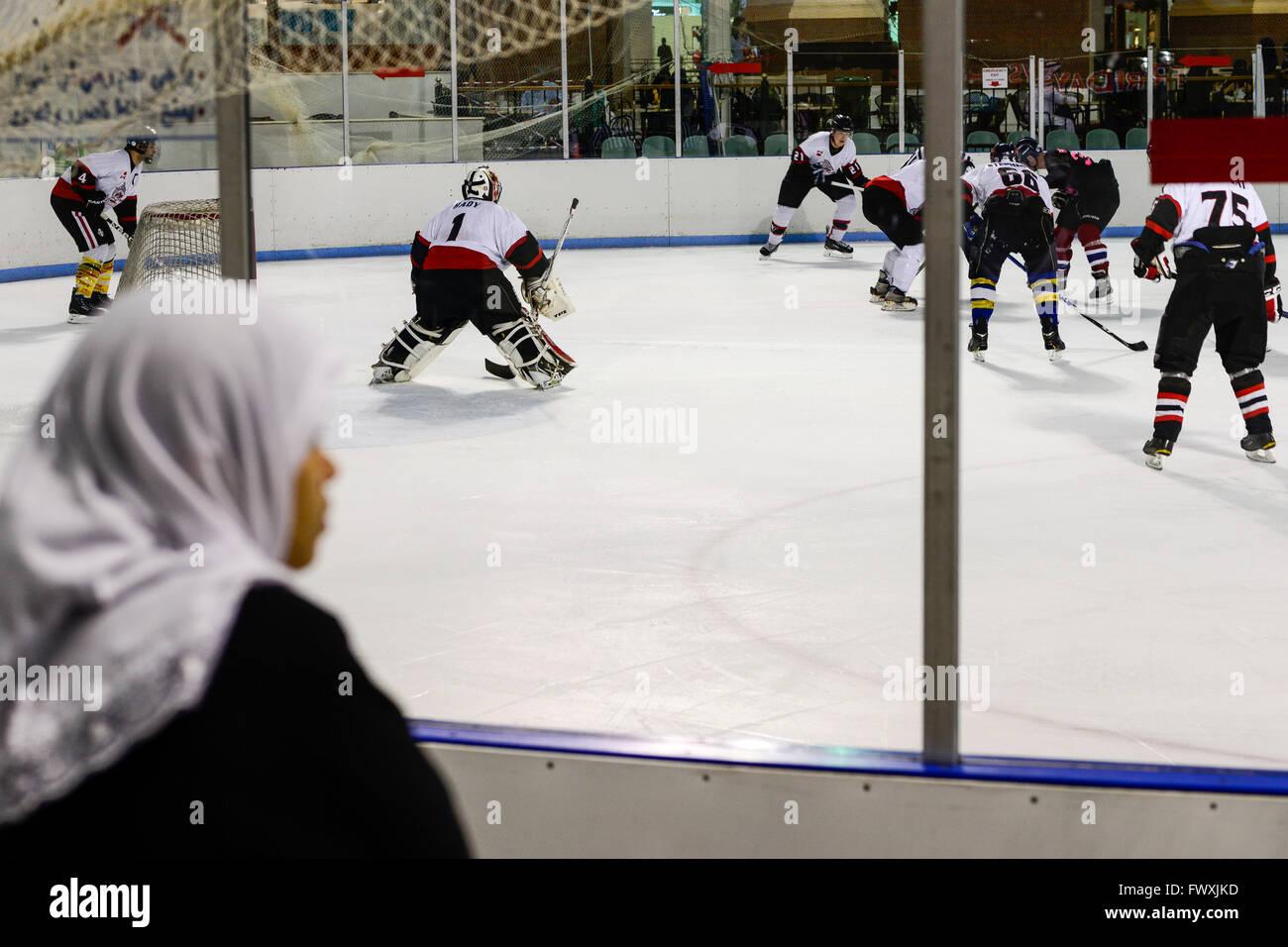 QATAR, Doha, Aspire Zone, Villaggio Mall centre commercial avec le patinage sur glace, hockey sur glace jeu / KATAR, Photo Stock