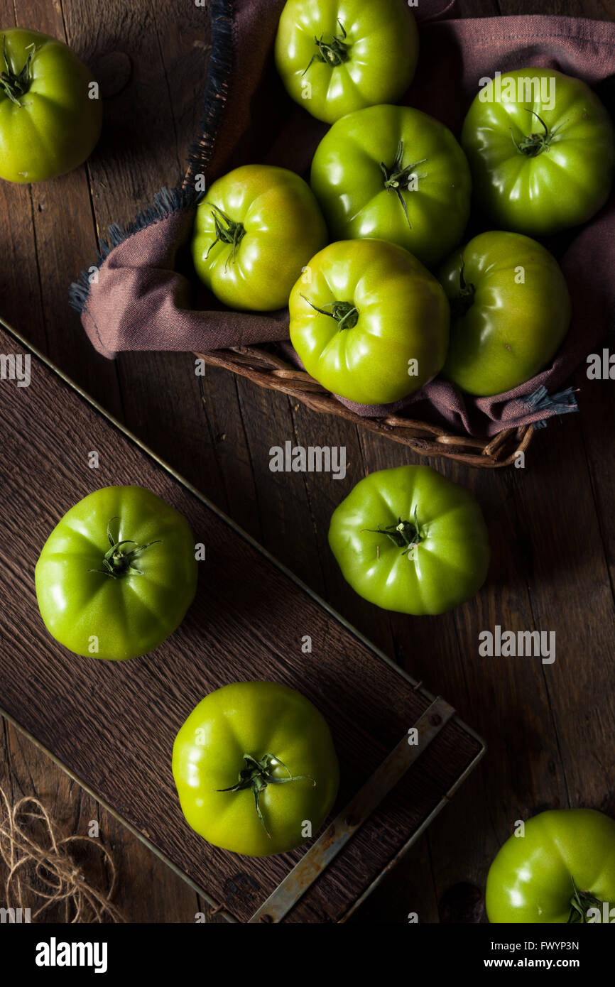 Les tomates vertes biologiques crus prêt à manger Photo Stock