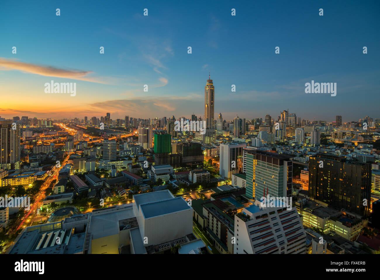 Vue de nuit de la ville de Bangkok avec ciel de nice Photo Stock