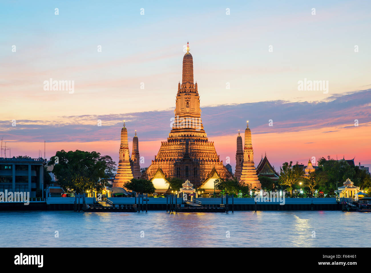 Wat Arun temple et la rivière Chao Phraya, Bangkok, Thaïlande Photo Stock