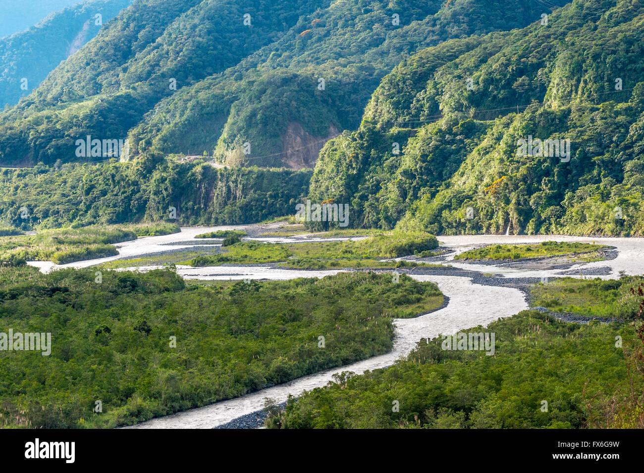 Des Andes à l'Amazonie, vue de la forêt tropicale, dans la province de Pastaza Oriente de l'Équateur Photo Stock