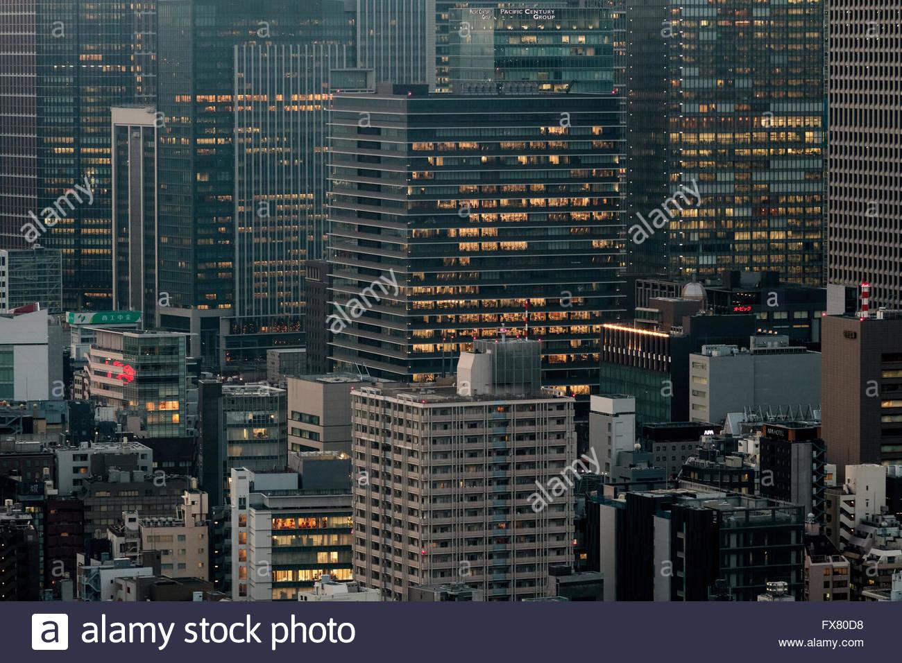 Gratte-ciel au crépuscule à Marunouchi, Tokyo, Japon. Vendredi 5 Février 2016 Photo Stock