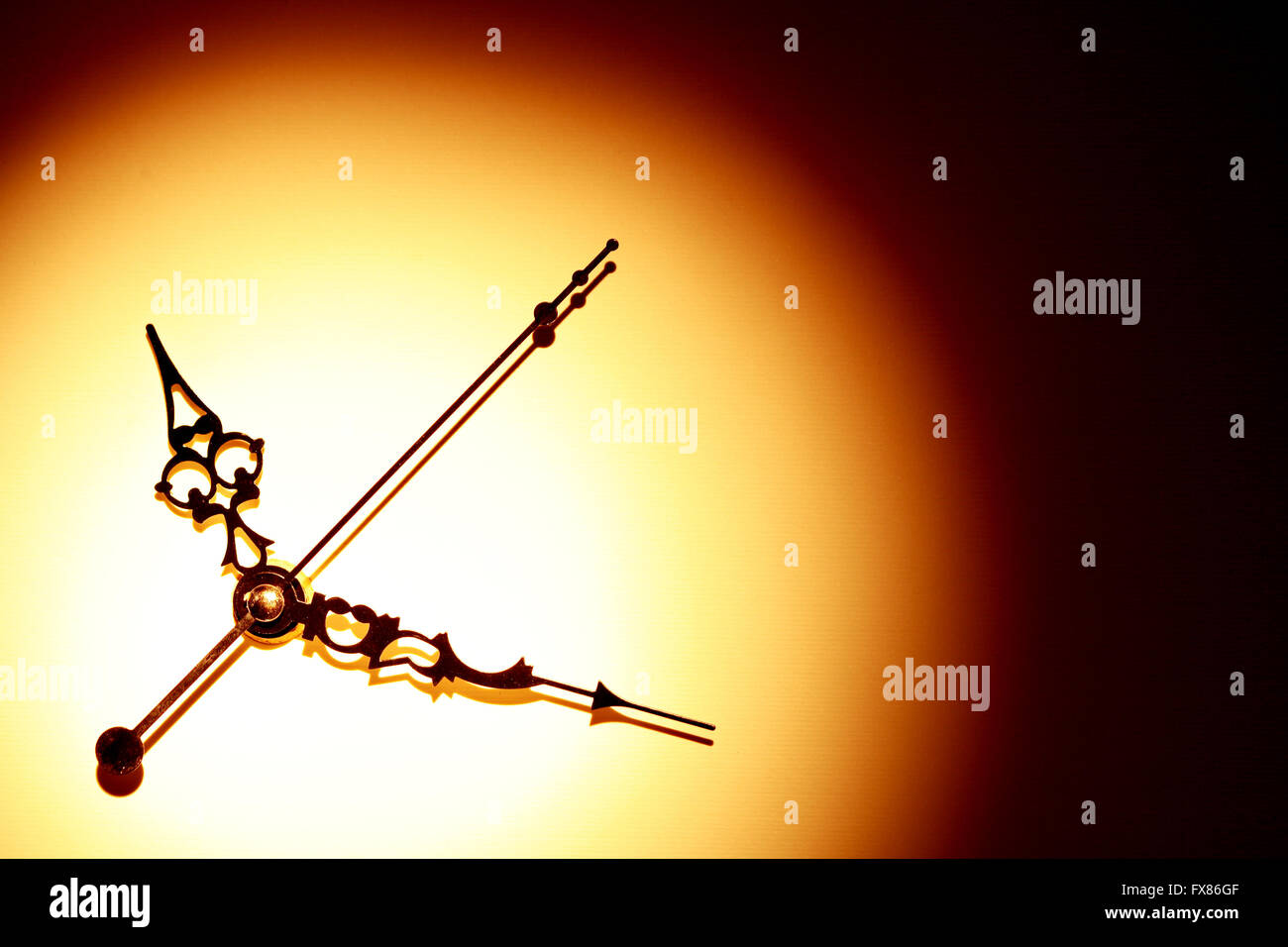 Concept de temps. Minutes et secondes mains avec ombre sur beau papier fond Photo Stock