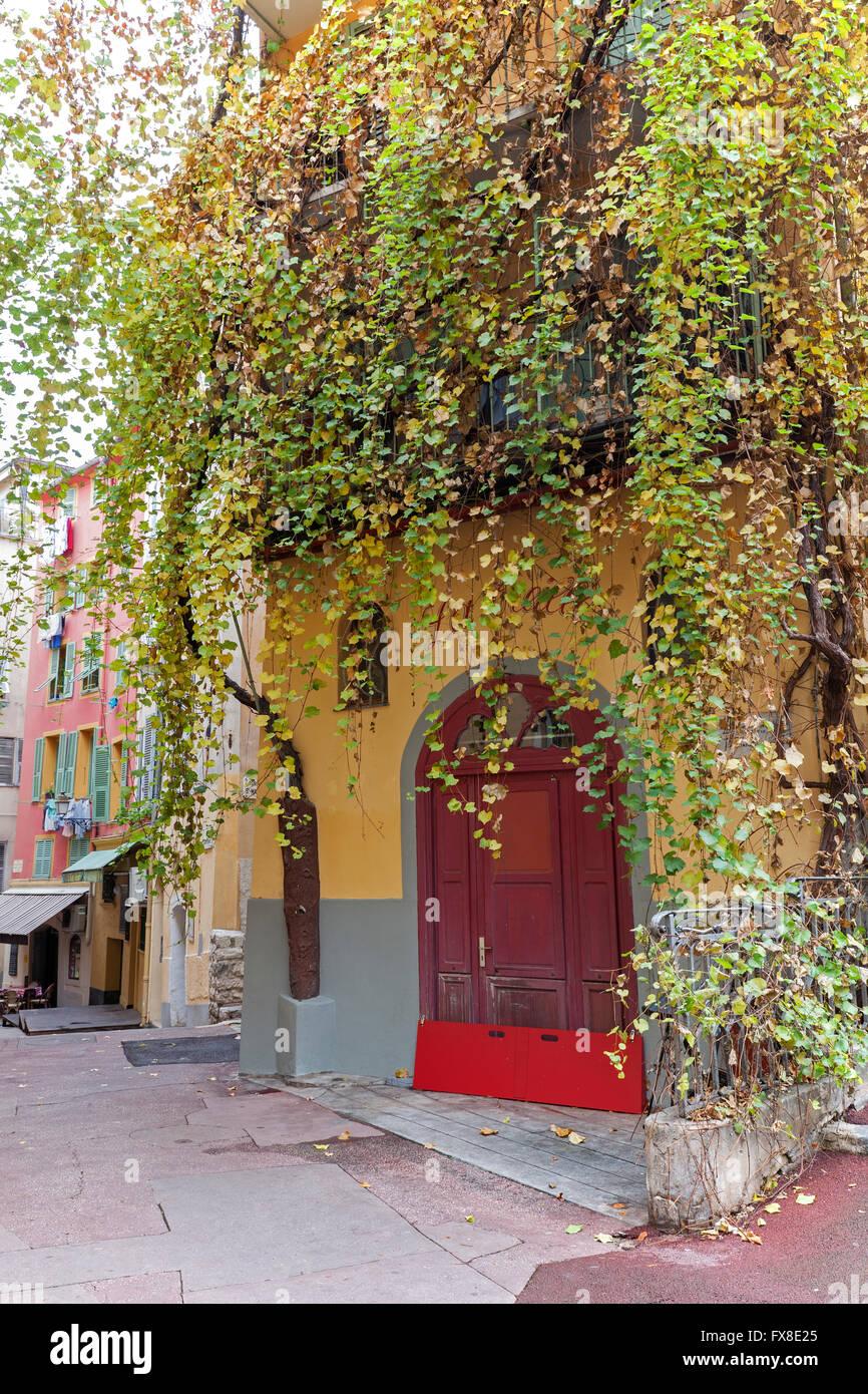 Belle vieille ville, Vieille Ville, avec ses maisons colorées - Côte d'Azur, Provence, France Photo Stock