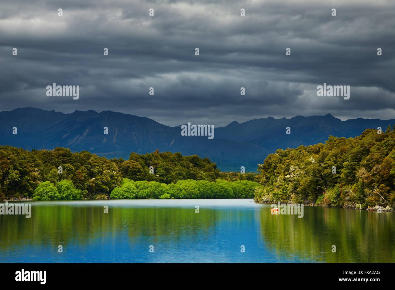Le lac Manapouri, île du Sud, Fiordland, Nouvelle-Zélande Photo Stock