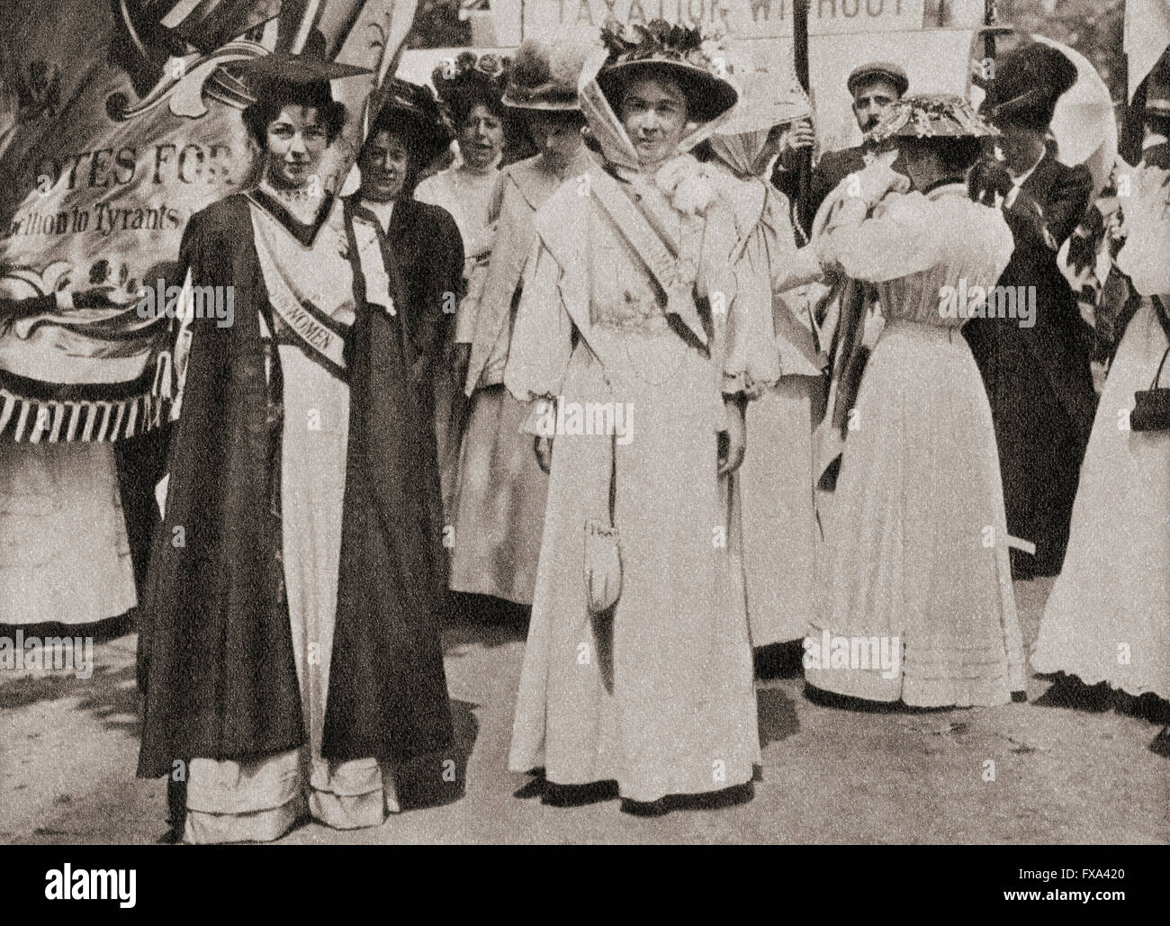 Lady Emmeline Pethick-Lawrence, 1867 - 1954, à gauche. La militante des droits de la femme. Emmeline Pankhurst , née Goulden, 1858 - 1928, à droite. Activiste politique britannique et leader du mouvement des suffragettes britanniques. Banque D'Images