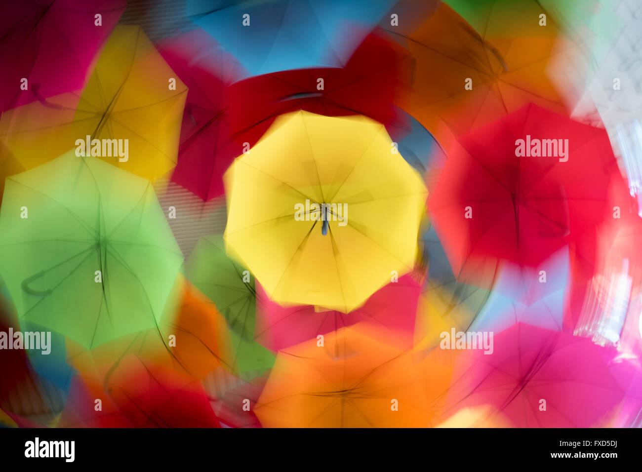 Des parasols colorés, Kings Park, la ville de Perth, Australie occidentale. Mouvement circulaire pendant l'exposition Photo Stock