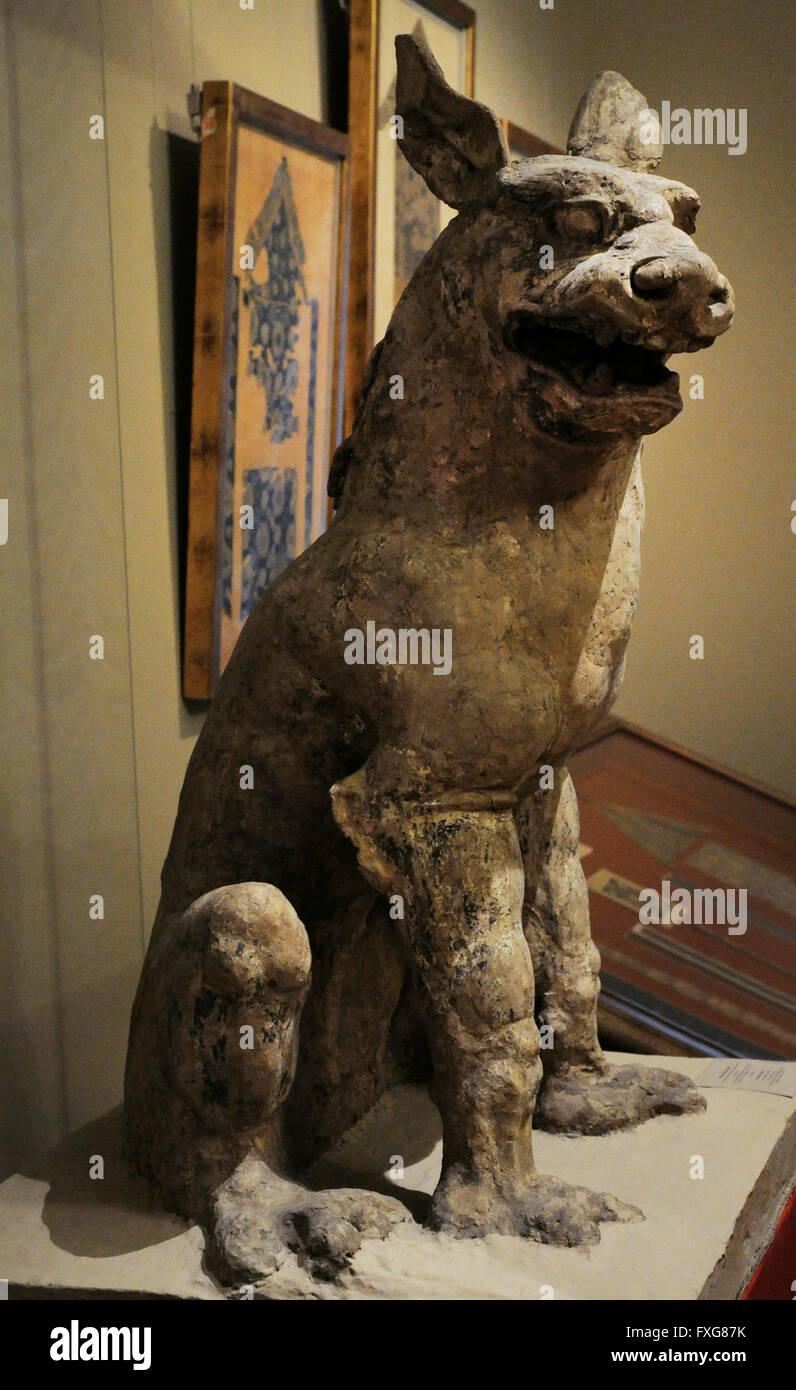 L'art asiatique d'animaux fantastiques. Les peintures, colle, Loess moulure. Dunhuang ( Silk Oak), Chine. Photo Stock