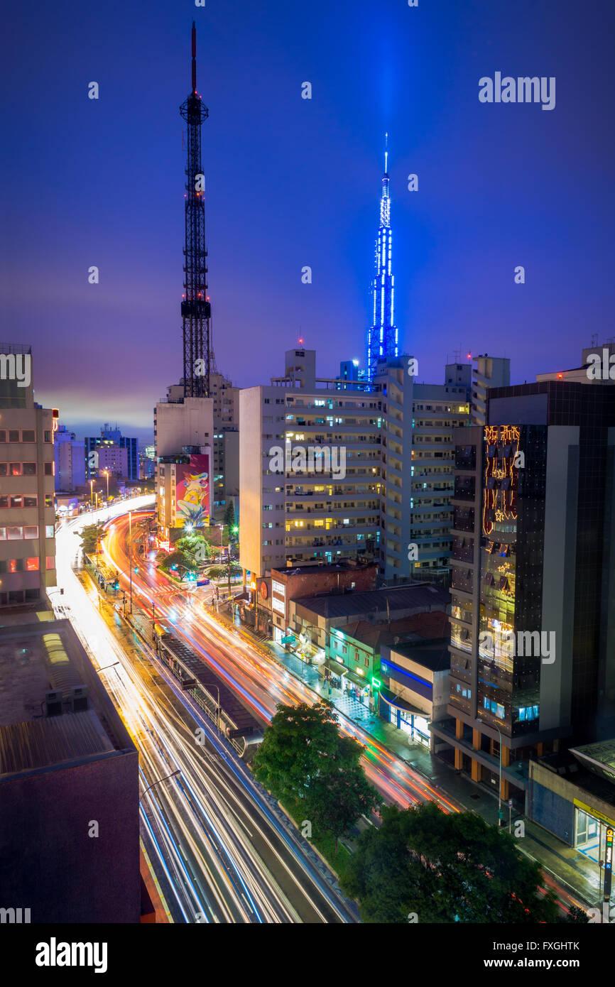 L'Consolacao avenue est l'une des principales avenues de Sao Paulo, Brésil. Il traverse le centre économique Photo Stock