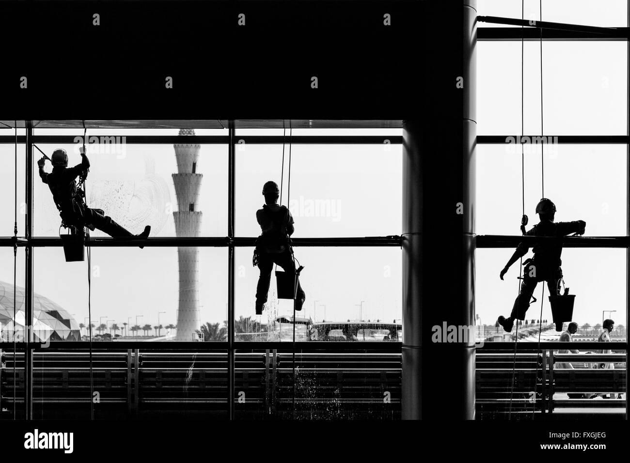Nettoyage de vitres, de l'Aéroport International Hamad, Doha, Qatar Banque D'Images