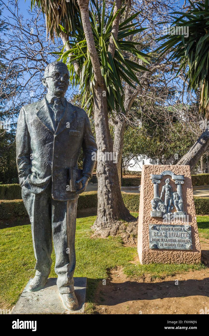 Ronda, Province de Malaga, Andalousie, Espagne du sud. Statue de Blas Infante Pérez de Vargas, 1885-1936, homme Photo Stock